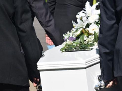 Slika pogrebnog sanduka i njegovih nosača