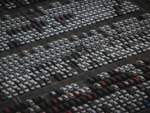 ilustrativna fotografija auto parkinga